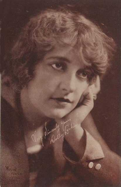 Portrait Dolly Larkin
