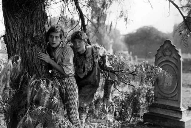 Szenenfoto aus dem Film 'Huck and Tom' © Famous Players-Lasky Corporation, Morosco Photoplay Company, Paramount Pictures, Inc.,
